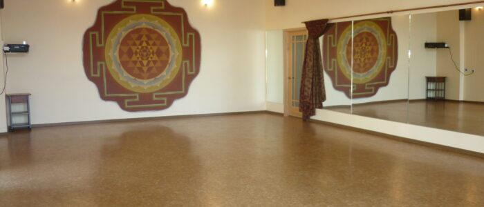 800 square foot dance floor